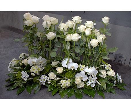 Devant de tombe roses et orchidées