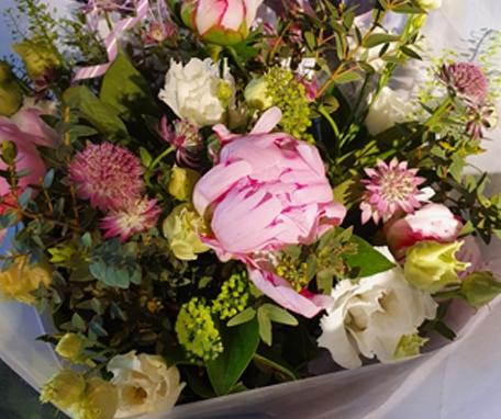 Bouquet champêtre pivoines et Cie